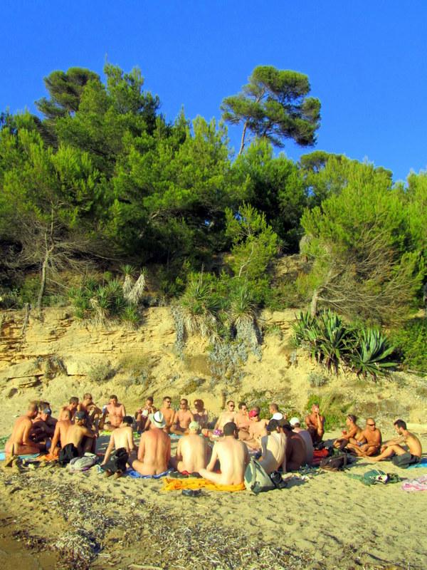 Apéritif sur la plage de l'île du Levant